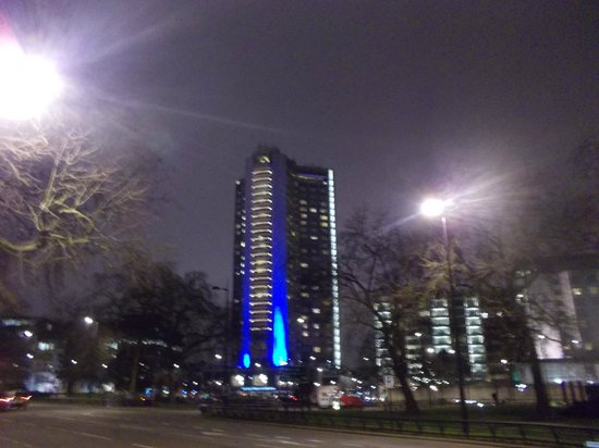 London Hilton on Park Lane : Taken from Hyde Park