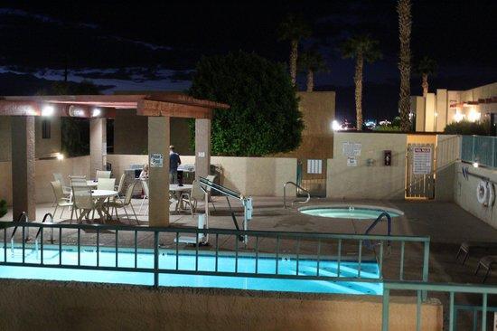 Havasu Dunes: pool, hot tub, & BBQ area.