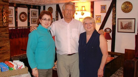 The Cottage Tea Shop : Vic and Sandy Cooper with my wife Rose (on left)