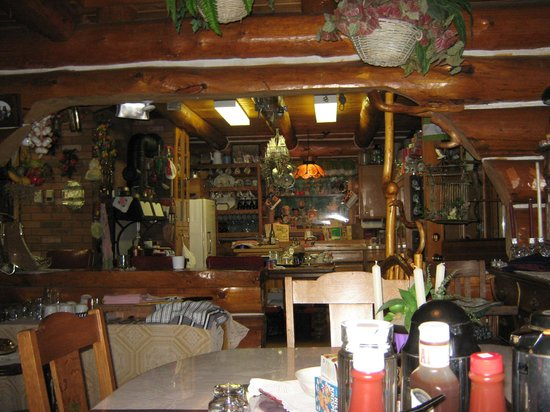 Greenlees on the Lake: Dining area and kitchen