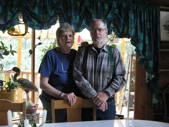 Greenlees on the Lake: The hosts - Art and Phillis