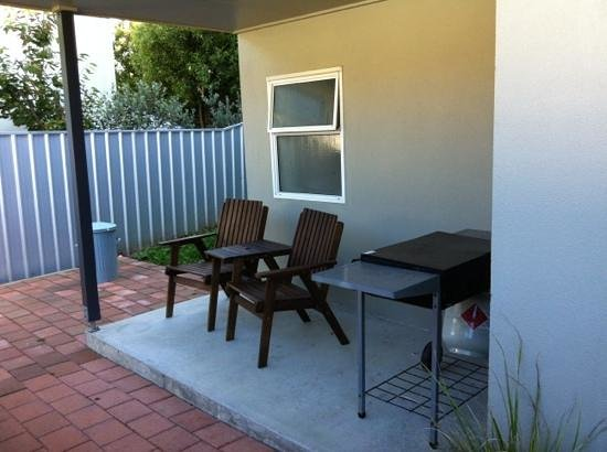 Aldan Lodge Motel: two bedroom spa unit has its own BBQ area and seating. is free standing