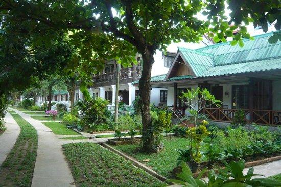 Thavonsouk Resort: Bungalows mit Hotelzimmer in der 2. Reihe