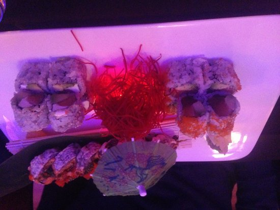 East Moon Asian Bistro: Really good sushi, great atmosphere and service with reasonable prices!