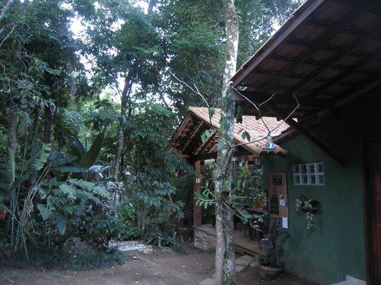 Pousada Ouro Verde: vue de la chambre, au fond l'espace petit dejeuner