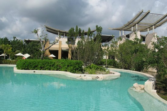 "Banyan Tree Mayakoba: ""Reflections pool"" as seen from swim up pool bar."