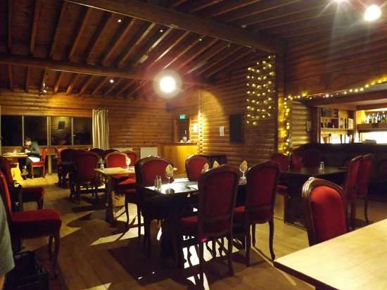 Pinetree Lodge: Dining