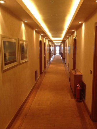 Grand Resort Lagonissi: Corridor
