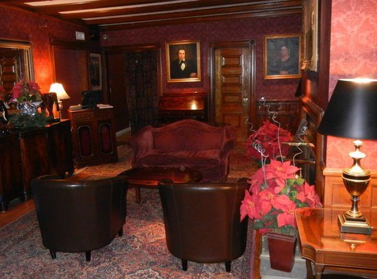 The Copper Beech Inn: Lobby in winter