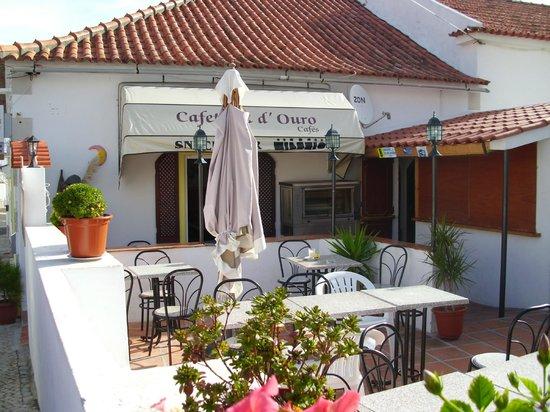 Restaurante Lua de Pedra: Patio and tiki bar