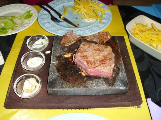 Restaurante Lua de Pedra: Steak on a stone with sauces and side dishes