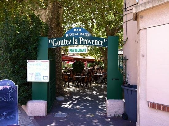 Gemenos, Francja: oui, goutez!
