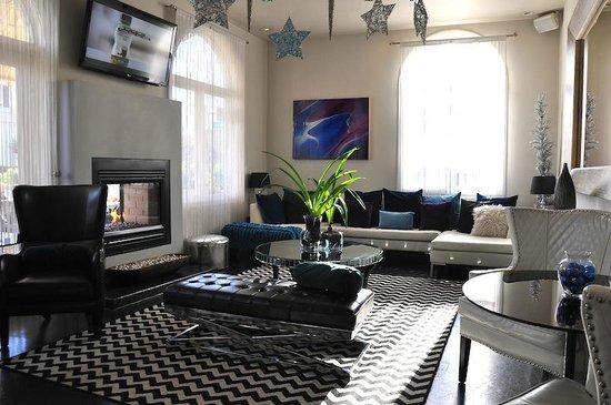Crescent Hotel Beverly Hills: La stupenda zona di design del bar/colazione/ristorante