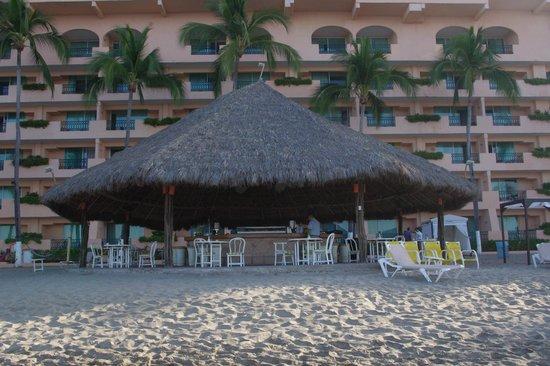 Crown Paradise Golden Resort Puerto Vallarta: beach bar