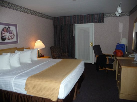 Best Western Kiva Inn: Ground floor room with a king bed