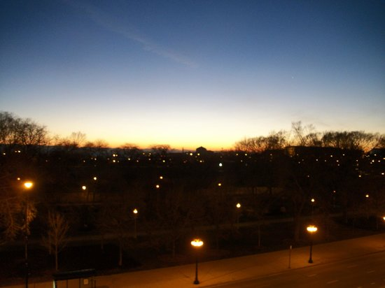 Chicago's Essex Inn: Sunrise over Grant Park