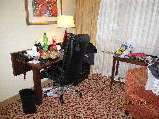 Cologne Marriott Hotel: coin bureau 303
