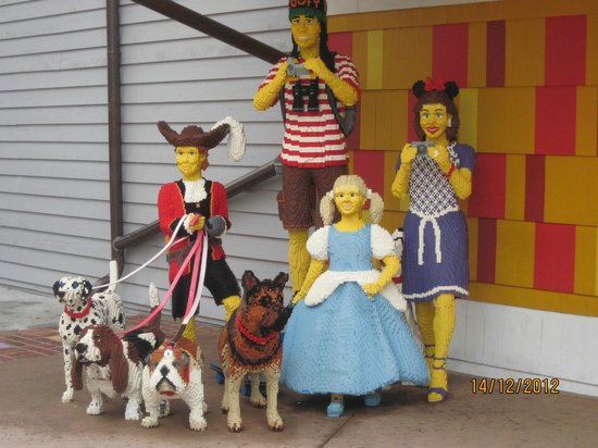 Lego sculptures - Picture of The LEGO Store Downtown Disney ...
