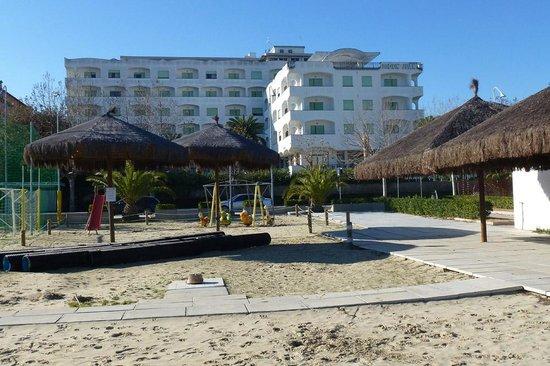 Grand Hotel Don Juan: Hotel Don Juan visto dalla bellissima spiaggia