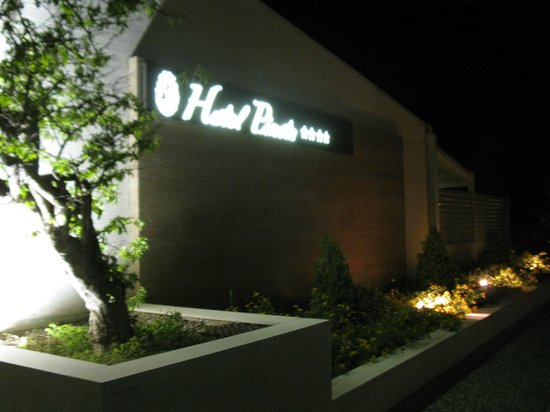 Hotel Pineta: esterno notturno
