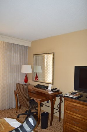 Bethesda Marriott: Desk, Dresser and TV