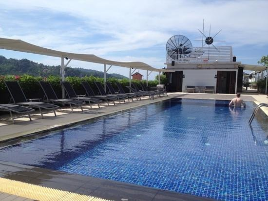Ashlee Hub Hotel Patong: pool to ourselves
