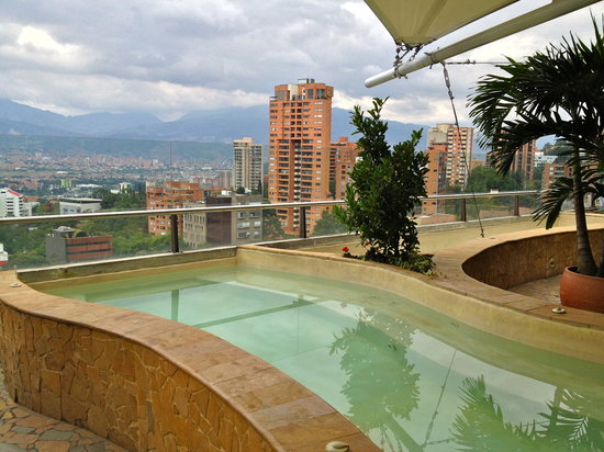 Diez Hotel Categoria Colombia: little lonely pool