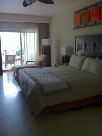 Casa Dorada Los Cabos: Master Bedroom and balcony