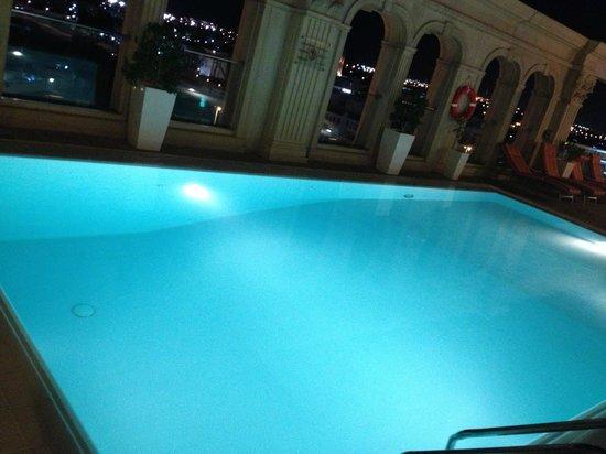 Villa Rotana - Dubai: Rooftop pool at night