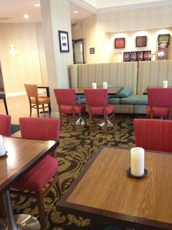 Hampton Inn & Suites Miami-Doral/Dolphin Mall: lobby area