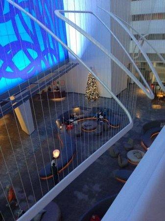 Conrad New York: la hall dal corridoio camere