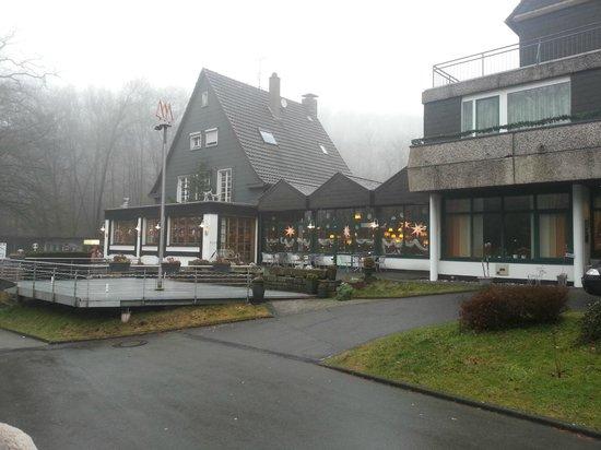 Waldhotel Tropfsteinhöhle : Haus von Aussen mit Weihnachtsdeko