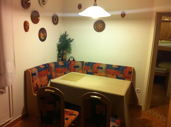 Apartments Bernik: Old-fashioned dining room