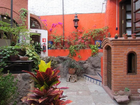 La Casa Azul: Main courtyard area