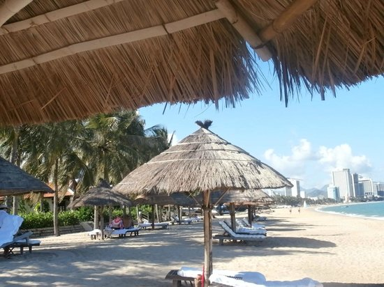 Evason Ana Mandara Nha Trang: The hotel beach