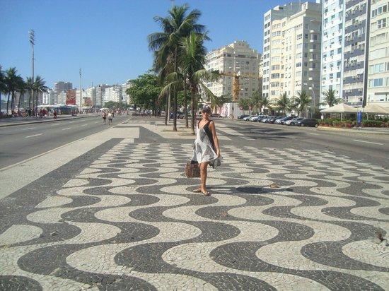 Rio Othon Palace Hotel: Minha mulher no calçadão de Copacabana.