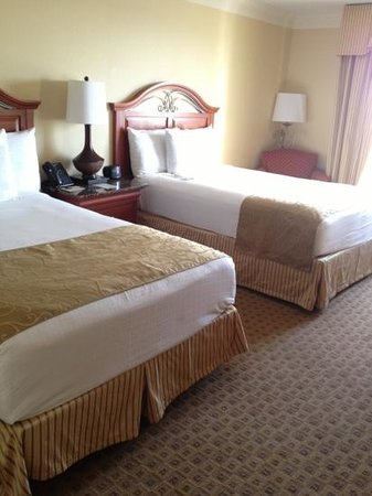 Rosen Centre Hotel: 2 queen beds