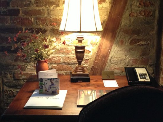 Audubon Cottages: Desk