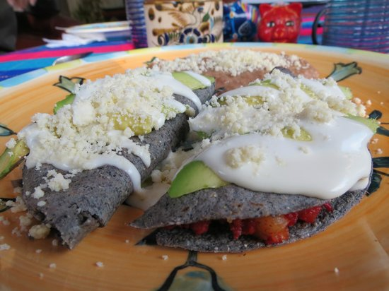 Hacienda Paraiso de La Paz: Blue Corn Tortilla breakfast.
