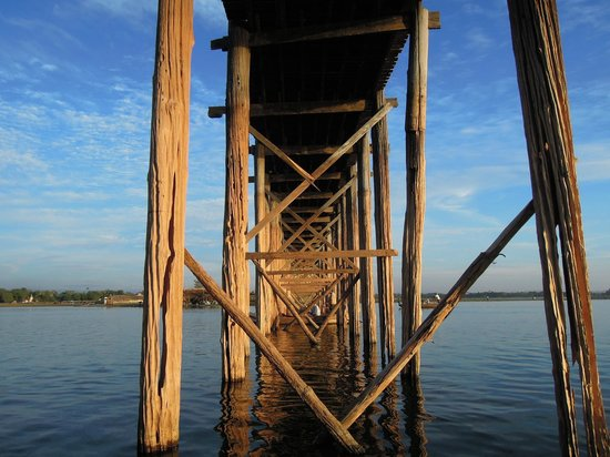 De U Bein Brug: Under the U Bein bridge