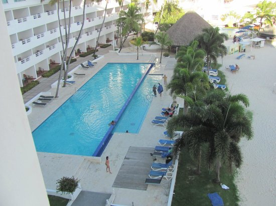 Be Live Experience Hamaca Suites: Pool at the beach area