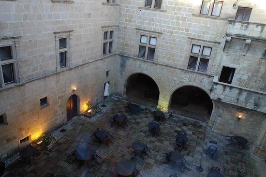 Chateau des Ducs de Joyeuse: Patio central