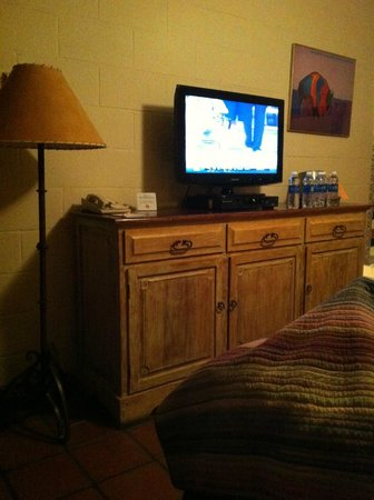 Santa Fe Motel & Inn: large chest of drawers