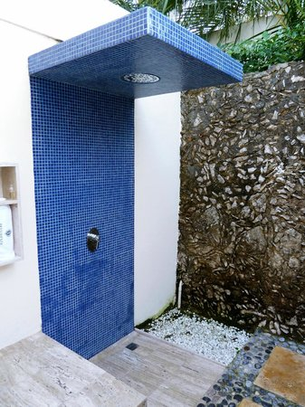 Presidente Inter-Continental Cozumel Resort & Spa: The Outdoor Shower in Our Room (there was an Indoor one Too)