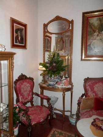 Hostal L' Antic Espai: A quaint sitting area