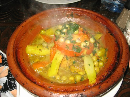 L'Etoile Centrale : lamb and vegetable tagine, sizzling hot