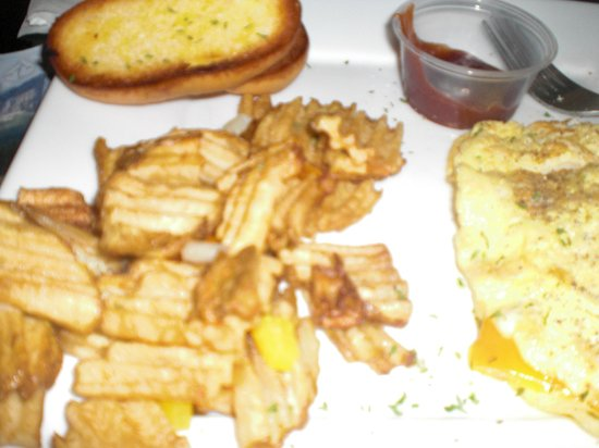 Aromas Coffeehouse & Restaurant: 3 cheese omelet, toast, potatoes