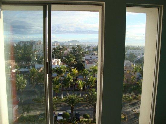 Oceano Palace: window mountain view