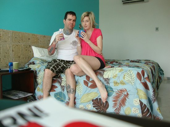 Oceano Palace Beach Hotel: us having our morning coffee in room