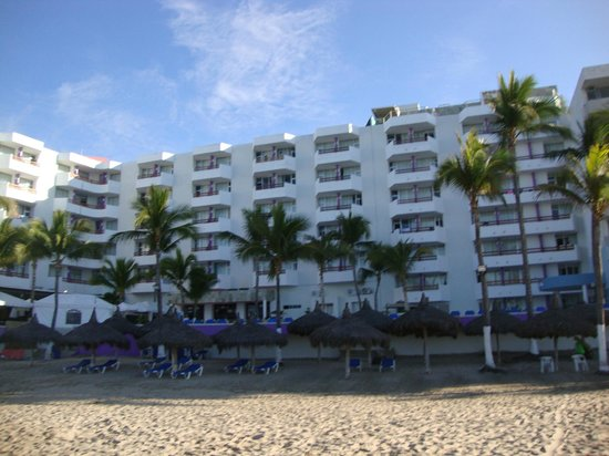 Oceano Palace Beach Hotel: hotel from beach